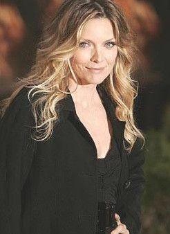 Michelle Pfeiffer 50 yaşında ama hala çok güzel.